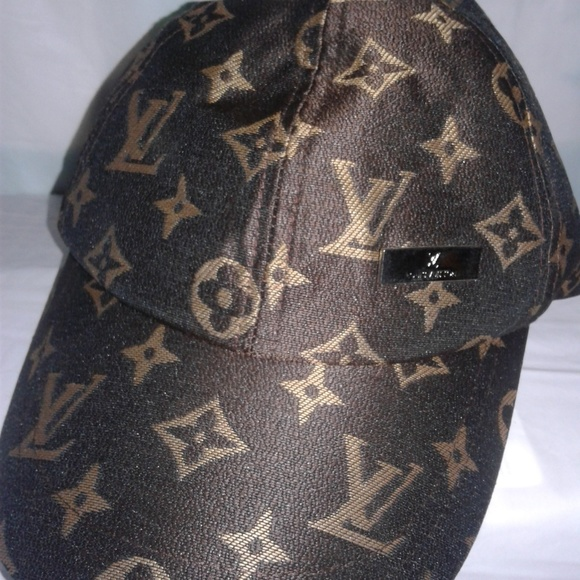 Louis Vuitton Accessories - 😍 Authentic Louis Vuitton Monogram Baseball Hat ea3bbf884f7